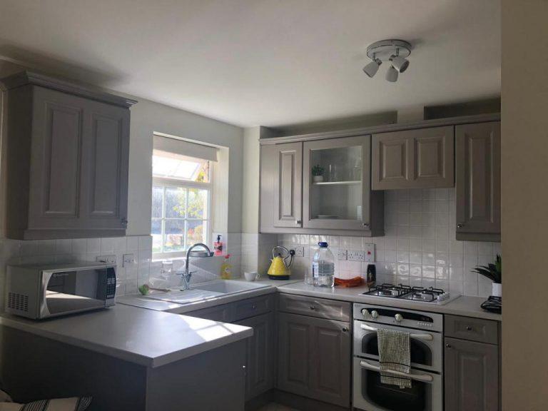 Nossa cozinha aconchegante no Airbnb em Londres
